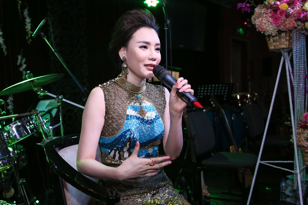 Ho Quynh Huong lo so bi loi thoi sau 5 nam vang bong hinh anh 3