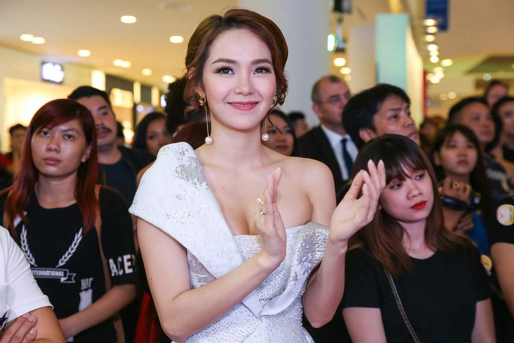 Quy Binh - Minh Hang tinh tu tren tham do hinh anh 3