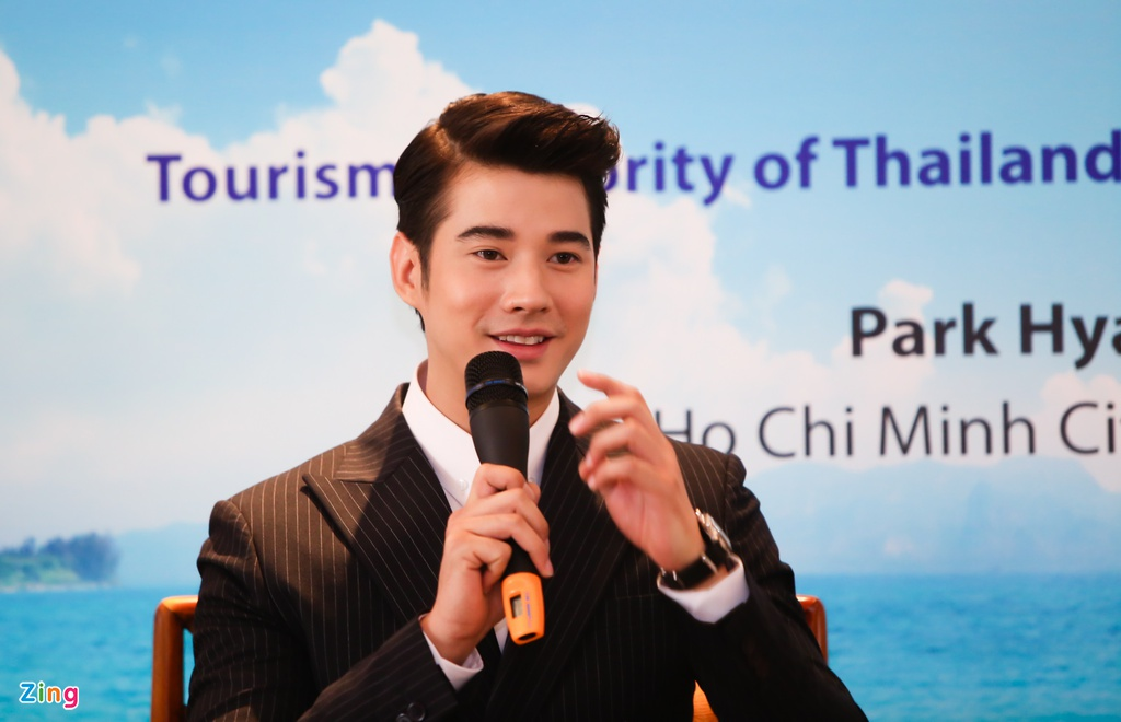 Fan Viet sung suong duoc Mario Maurer om hinh anh 11