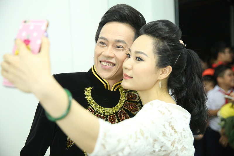 Fan mang qua o que len Sai Gon tang Phi Nhung hinh anh 5