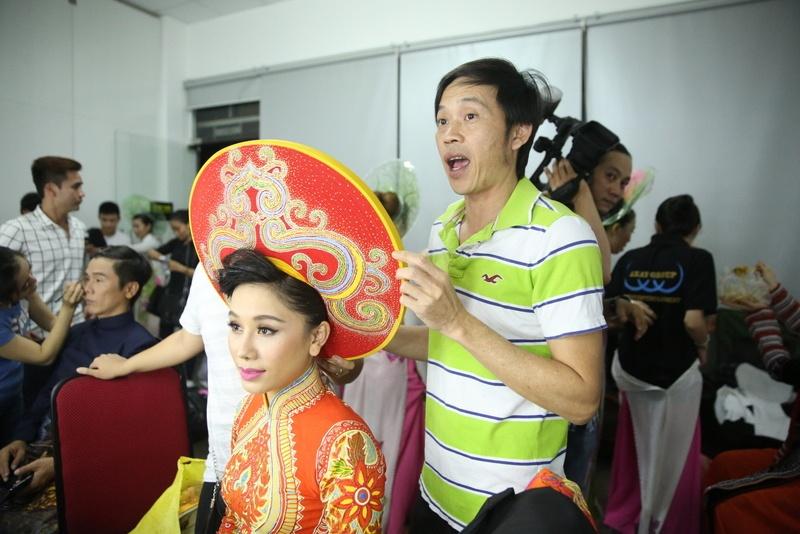 Fan mang qua o que len Sai Gon tang Phi Nhung hinh anh 8