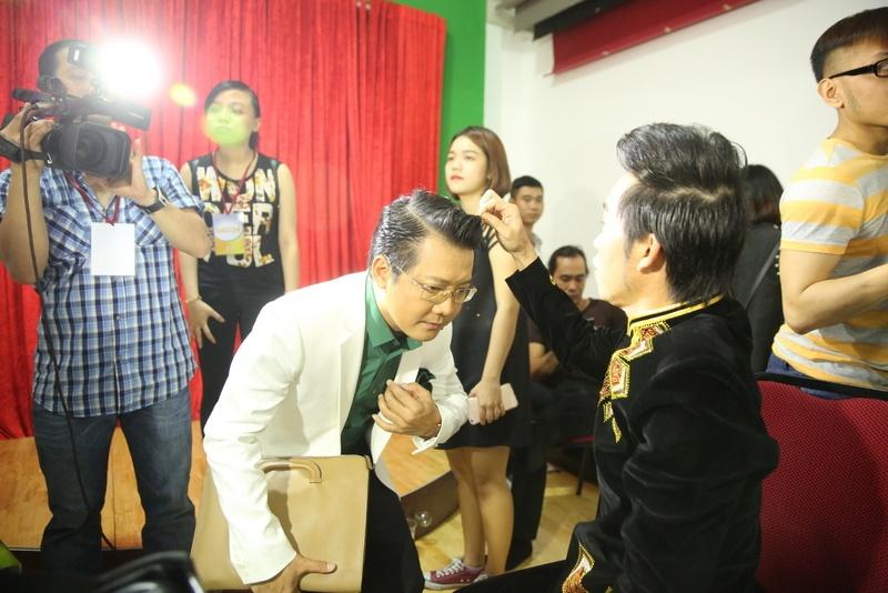 Fan mang qua o que len Sai Gon tang Phi Nhung hinh anh 6
