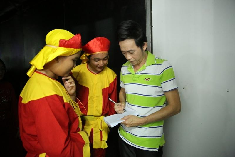 Fan mang qua o que len Sai Gon tang Phi Nhung hinh anh 9