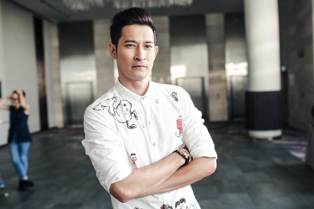 Kieu Minh Tuan so dong 'canh nong' voi dien vien chua du 18 tuoi hinh anh 8