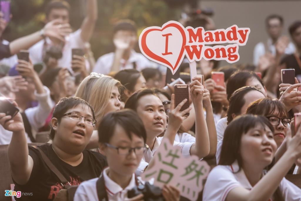 Hoa hau Hong Kong va sao TVB than thien voi fan Viet hinh anh 1