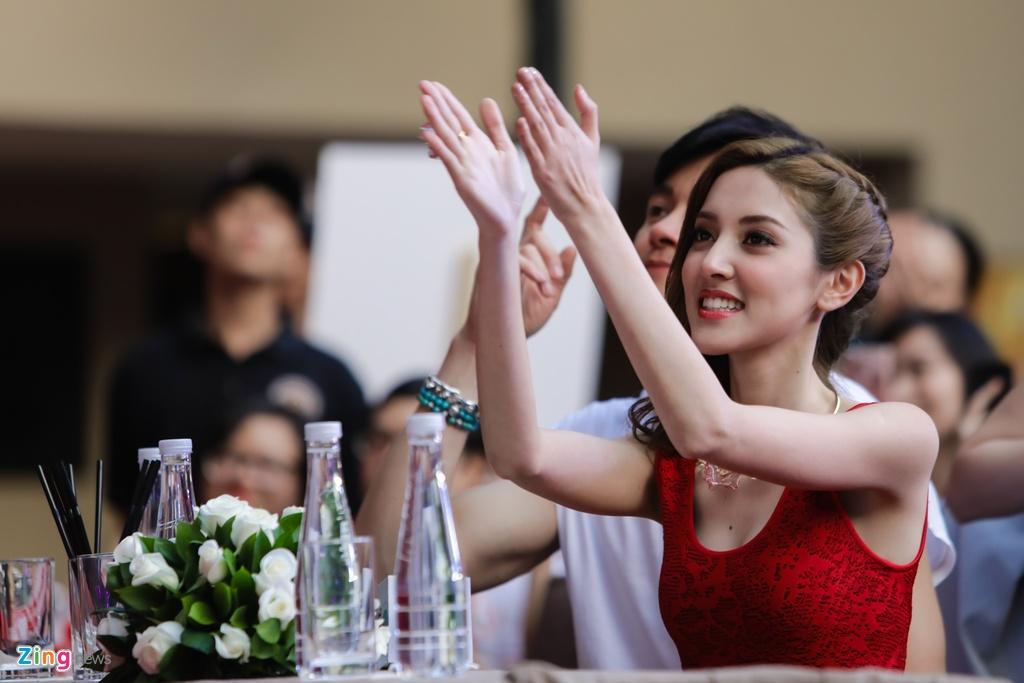 Hoa hau Hong Kong va sao TVB than thien voi fan Viet hinh anh 2