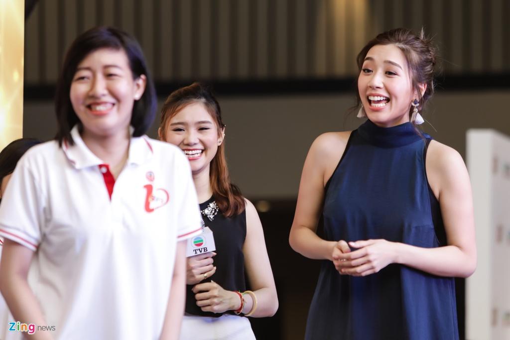 Hoa hau Hong Kong va sao TVB than thien voi fan Viet hinh anh 8