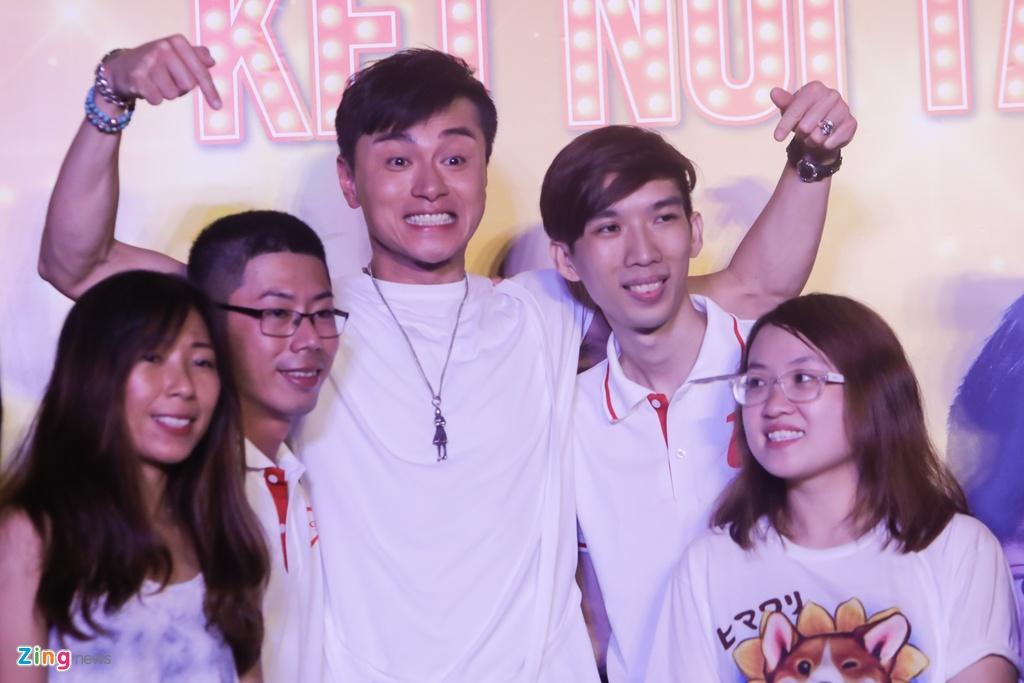 Hoa hau Hong Kong va sao TVB than thien voi fan Viet hinh anh 6