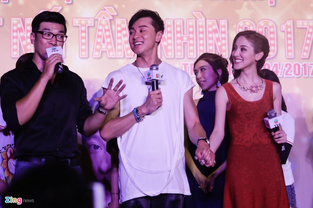 Hoa hau Hong Kong va sao TVB than thien voi fan Viet hinh anh 5