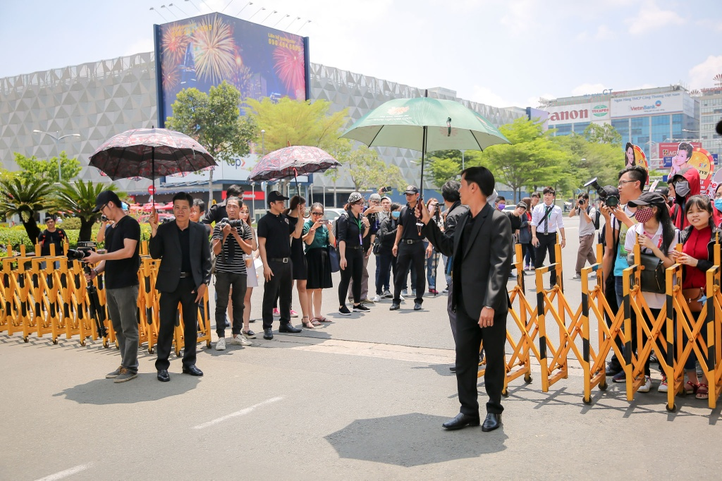 Hoa hau Hong Kong duoc dan ve si ho tong o san bay Tan Son Nhat hinh anh 4