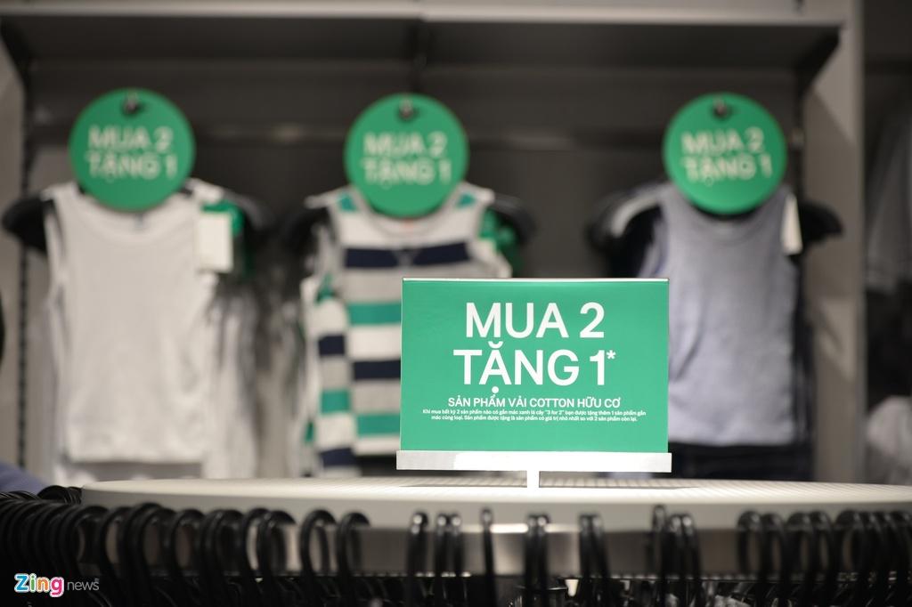 Cua hang H&M dau tien tai Ha Noi co gi khac voi Sai Gon? hinh anh 9