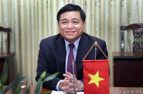 Bo truong Nguyen Chi Dung ke chuyen kiem tra cap duoi bang 3 cau hoi hinh anh 1