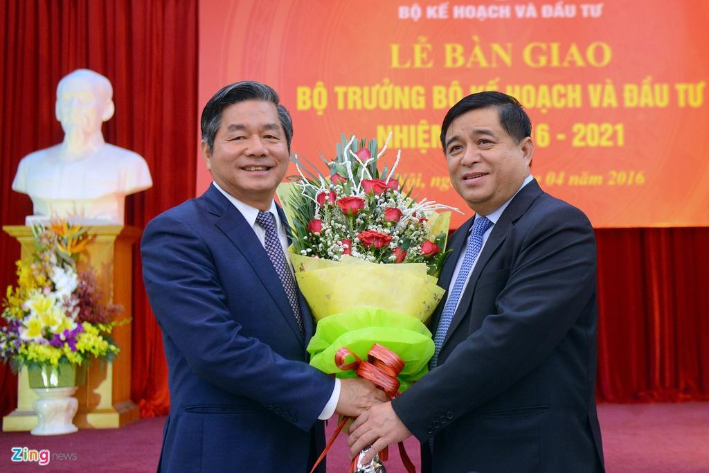Bo truong Nguyen Chi Dung ke chuyen kiem tra cap duoi bang 3 cau hoi hinh anh 3