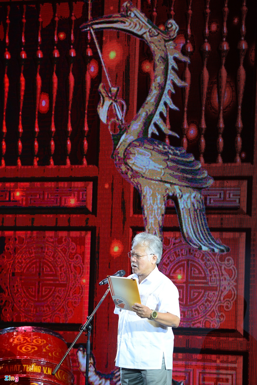 Dam Vinh Hung ra Ha Noi dang huong To nghe san khau hinh anh 2