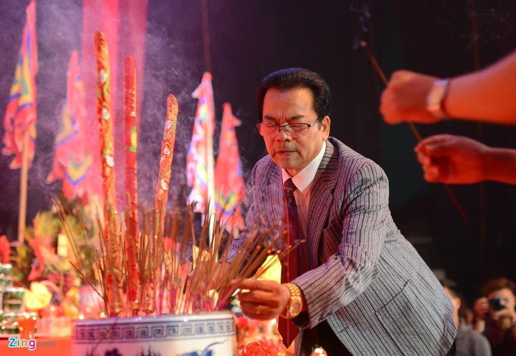 Dam Vinh Hung ra Ha Noi dang huong To nghe san khau hinh anh 4