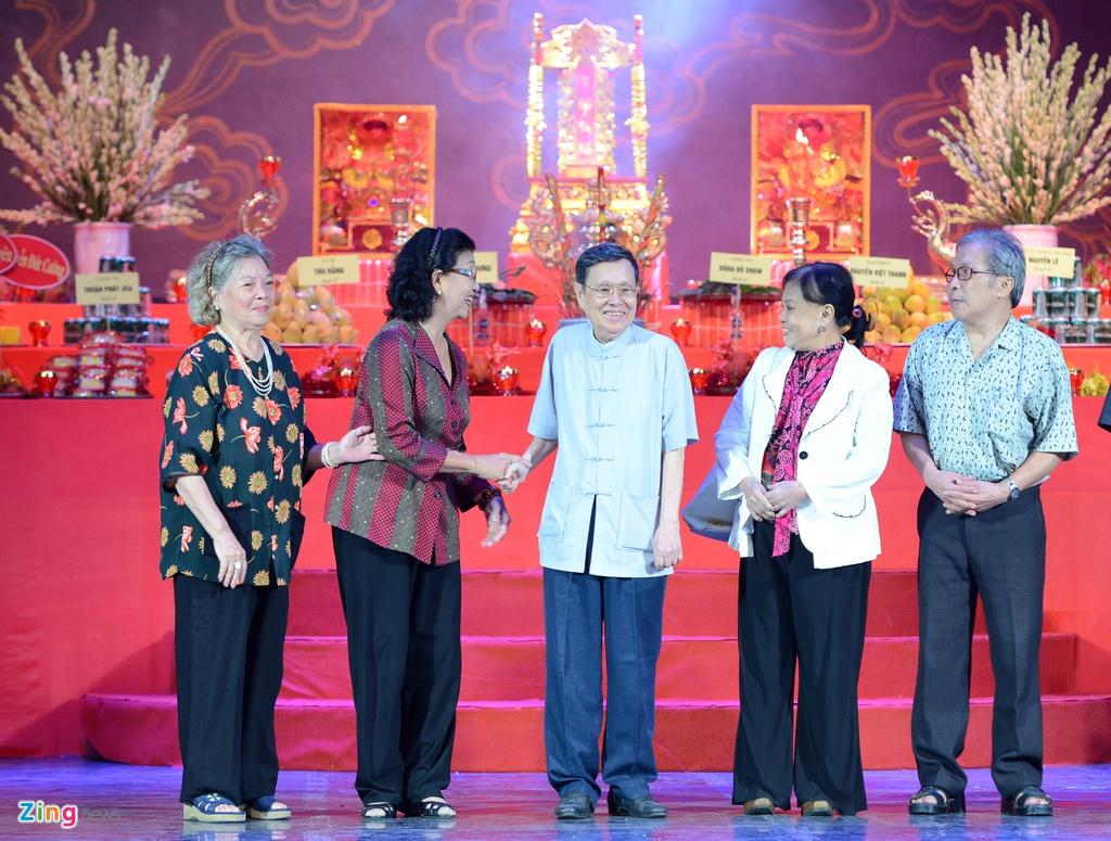 Dam Vinh Hung ra Ha Noi dang huong To nghe san khau hinh anh 10