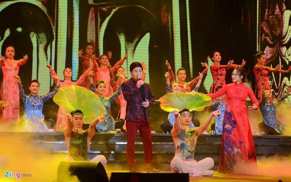 Ho Ngoc Ha gap su co voi micro trong Duyen dang Viet Nam 28 hinh anh 6