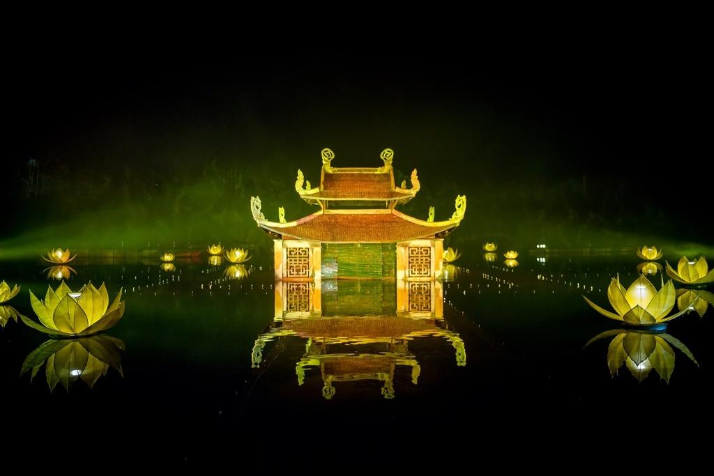 Bi dung vo thuc canh, Viet Tu to 'chua dao Tuan Chau' no tien nghe si hinh anh 2