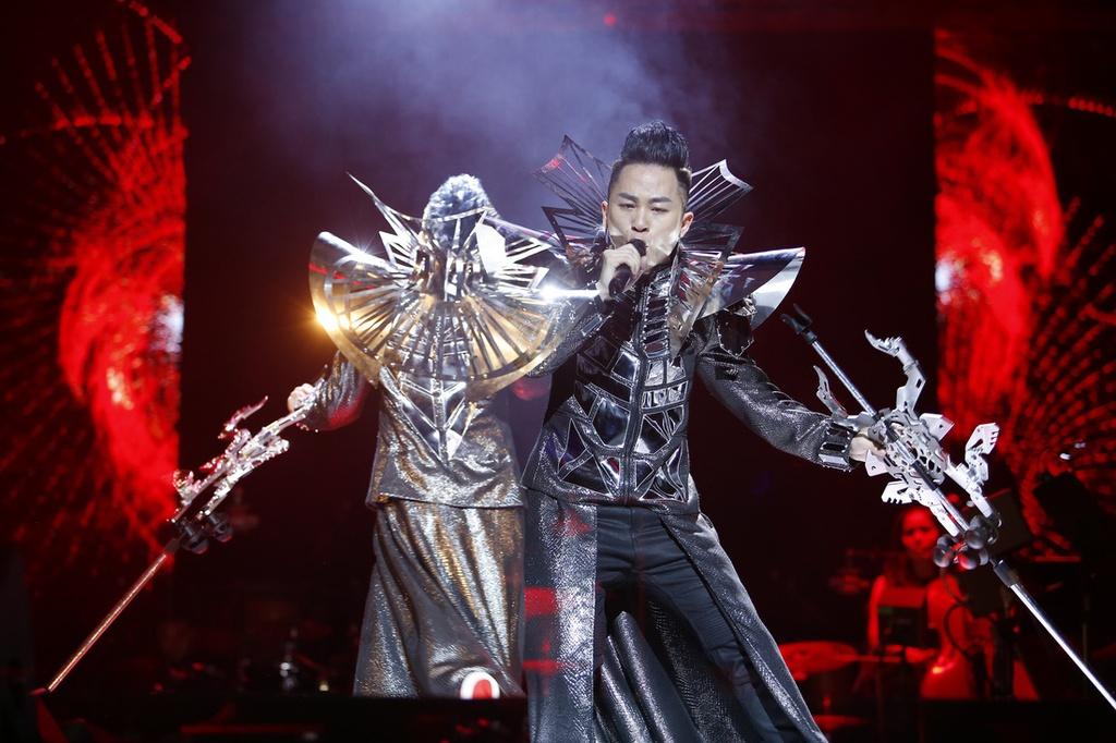 Tung Duong Hat Bo Tu Song Hong: 'Thang Oat Con' Duong Dau Quai