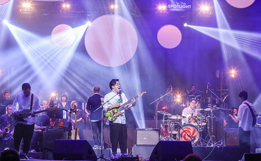 Live show cua Ngot: Du khan gia chia phe, su de thuong bao trum tat ca hinh anh 2