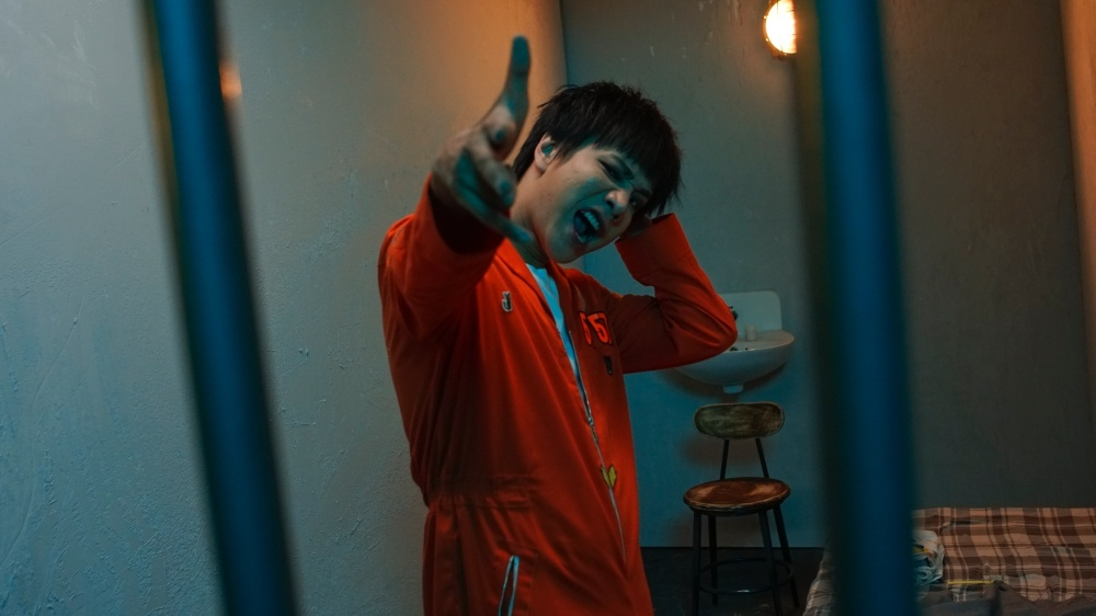 MV 'Yeu em dai kho': Su vua van cua Lou Hoang voi ban tay OnlyC hinh anh 2