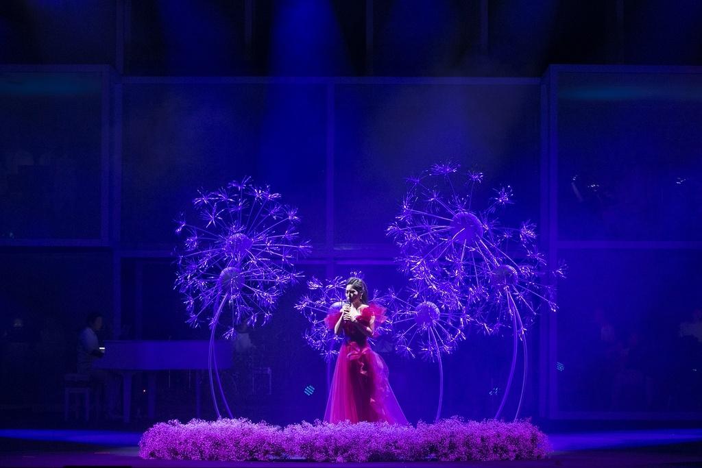 Sau giai ZMA, Huong Tram bung chay trong live show dau tien hinh anh 9