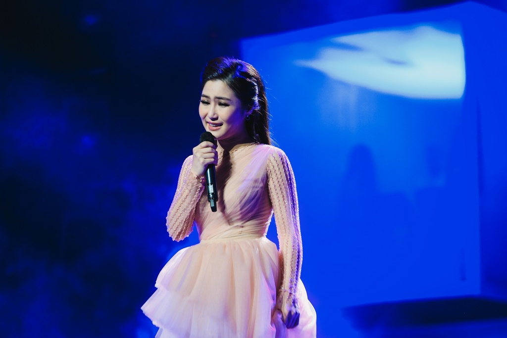 Sau giai ZMA, Huong Tram bung chay trong live show dau tien hinh anh 3