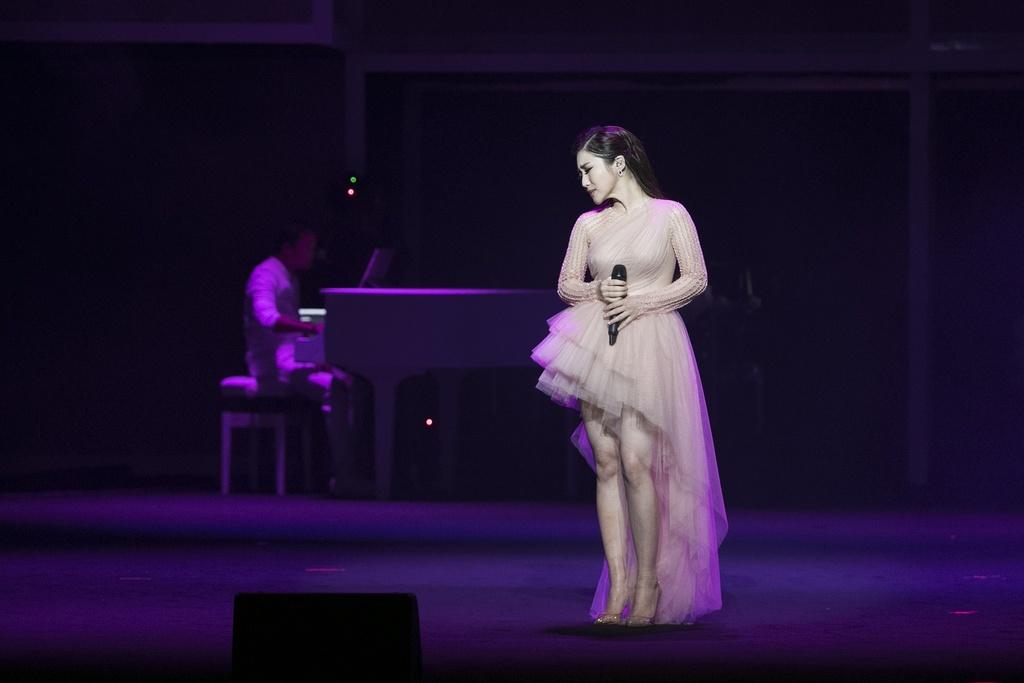 Sau giai ZMA, Huong Tram bung chay trong live show dau tien hinh anh 4