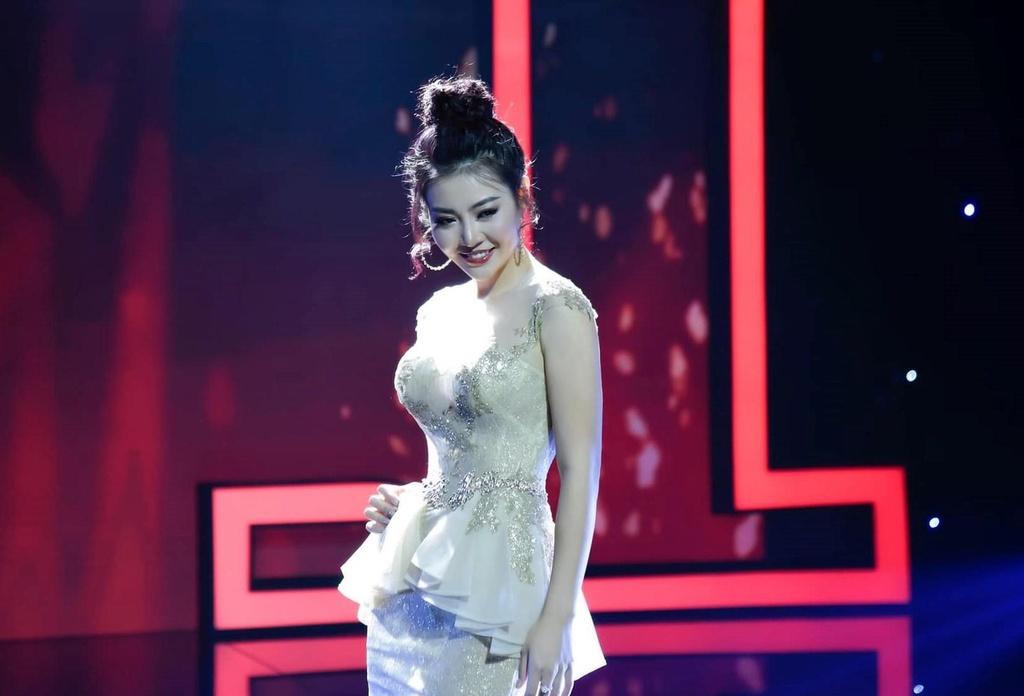 Thanh Huong: 'Khong coi hot girl nhu Phi Huyen Trang la dong nghiep' hinh anh 1
