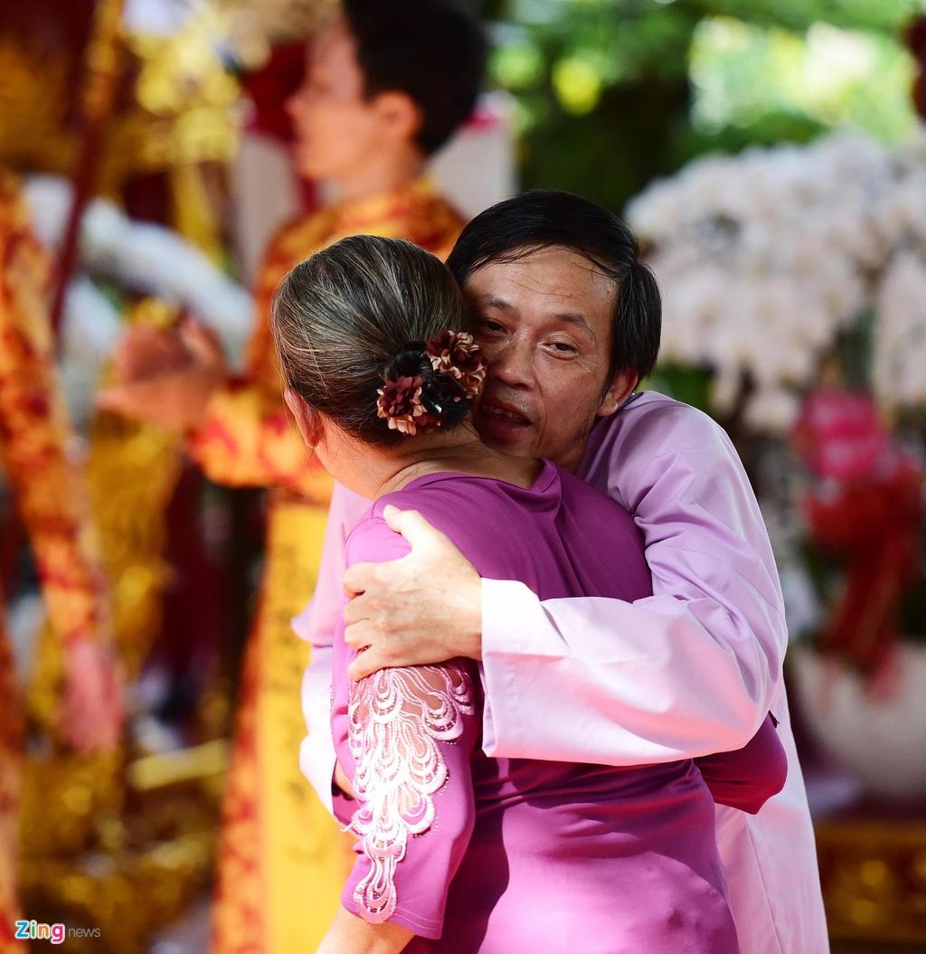 Khi Hoai Linh noi voi ke gian o ngay gio To: 'Thoi tha cho ba con di' hinh anh 4