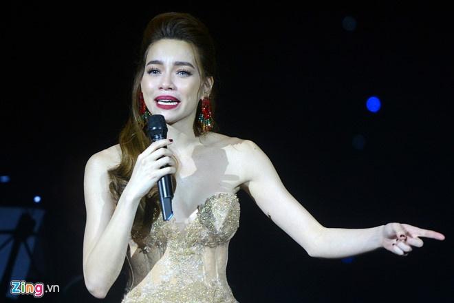 Nuoc mat kho quen trong nhung live show de doi o Cung Van hoa Viet Xo hinh anh 4