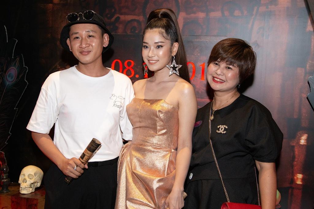 Hoang Yen Chibi xin phep vo Quang Tuan cho dong canh nong hinh anh 1