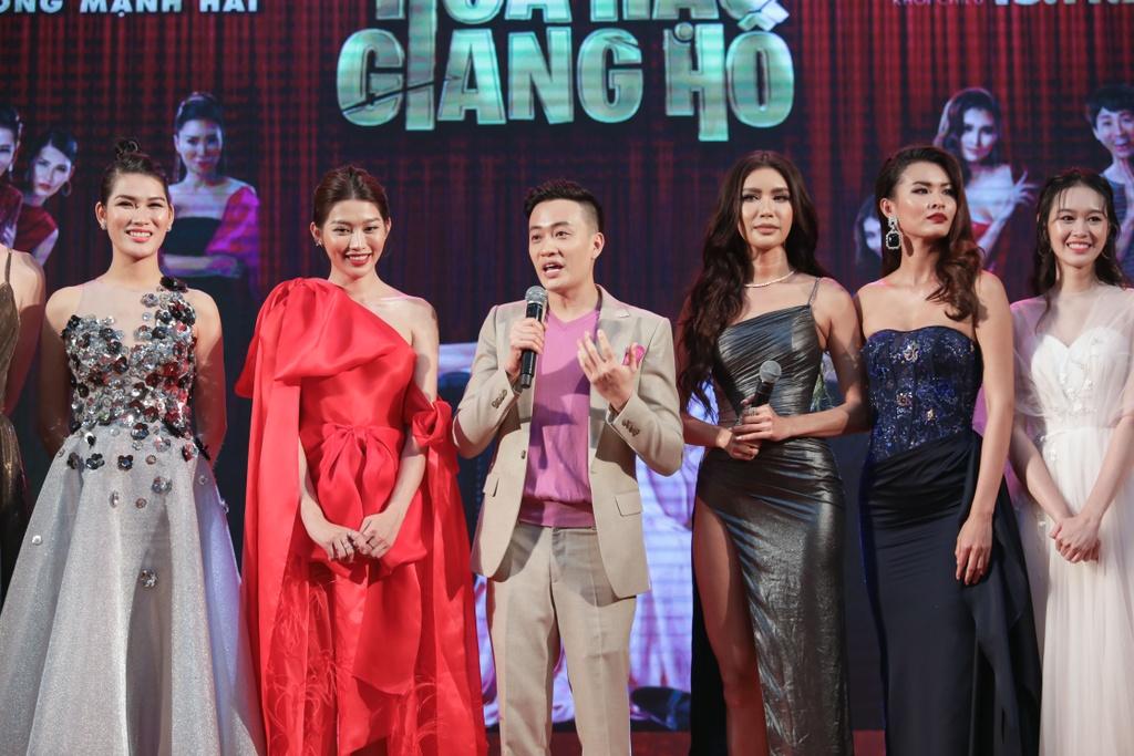 Tang Thanh Ha di xem phim cua Luong Manh Hai hinh anh 12