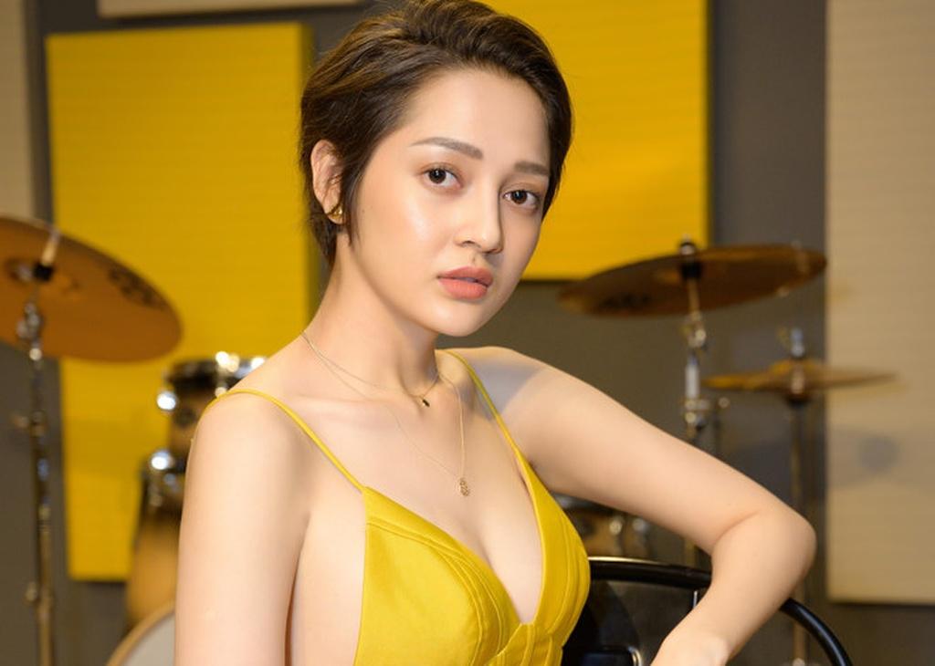 Su noi len cua Hoang Thuy Linh va cuoc dua tu cac nu ca si Viet hinh anh 2 bao_anh_lan_dau_he_lo_thoi_gian_den_toi_bi_tram_cam_nang_vi_tin_don1569122175.jpg