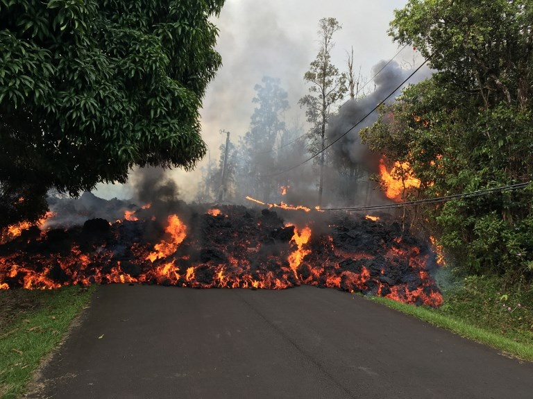 Nui lua Hawaii bung no sau gan 100 nam, phun tro bui cao 9.000 m hinh anh 5