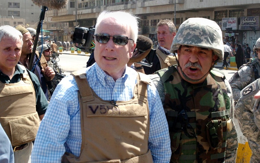 thuong nghi si John McCain anh 15