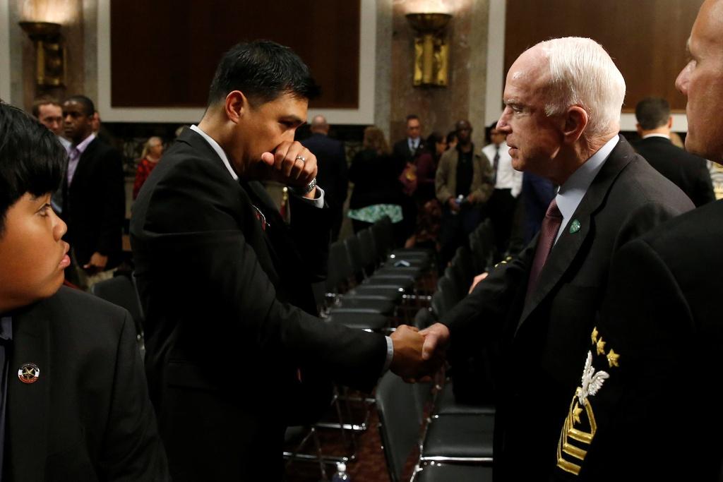 thuong nghi si John McCain anh 14
