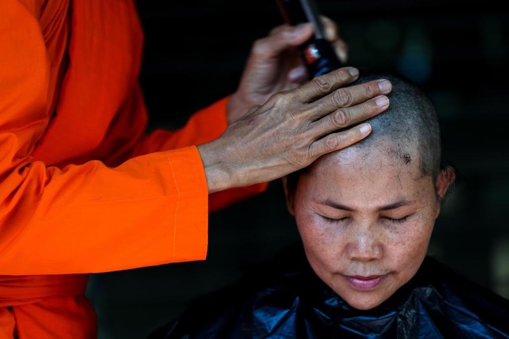 Phu nu Thai Lan dau tranh doi quyen xuat gia lam nha su hinh anh 2