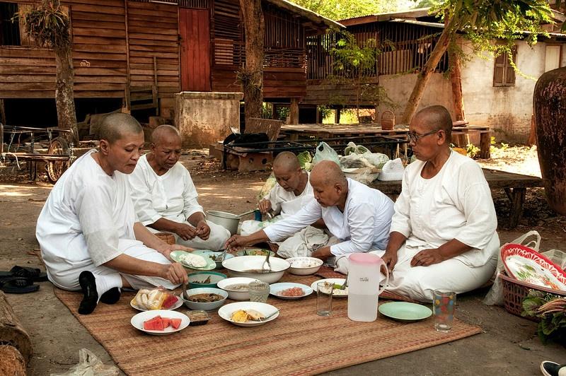 Phu nu Thai Lan dau tranh doi quyen xuat gia lam nha su hinh anh 4