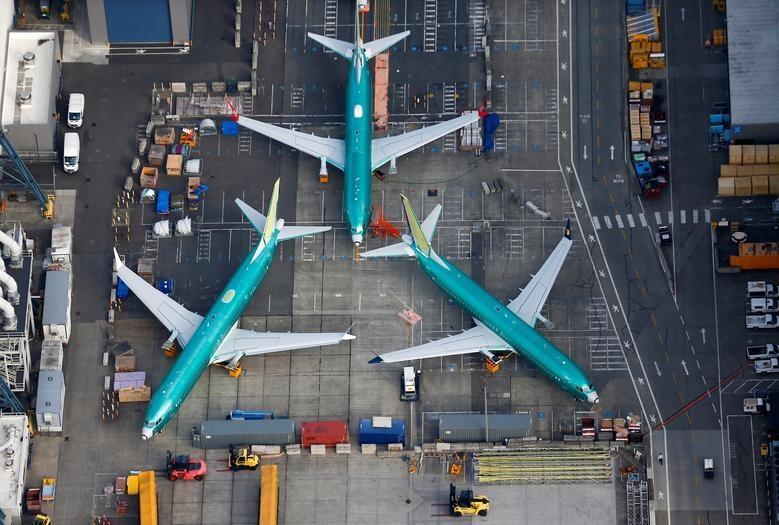 Dan may bay 737 MAX tai nha may Boeing nhin tu tren khong hinh anh 1