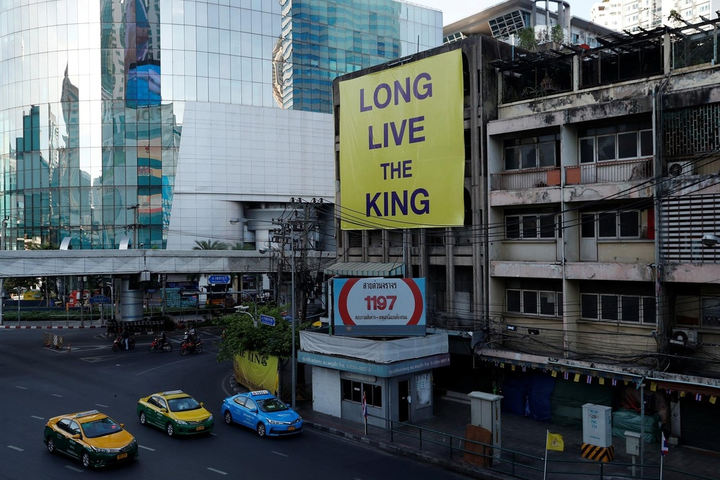 Nguoi Thai vuot hang tram km trong dem du le dang quang cua vua moi hinh anh 1