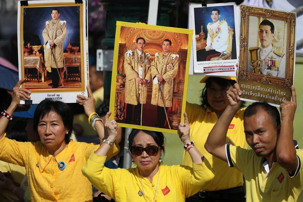 Nguoi Thai vuot hang tram km trong dem du le dang quang cua vua moi hinh anh 7