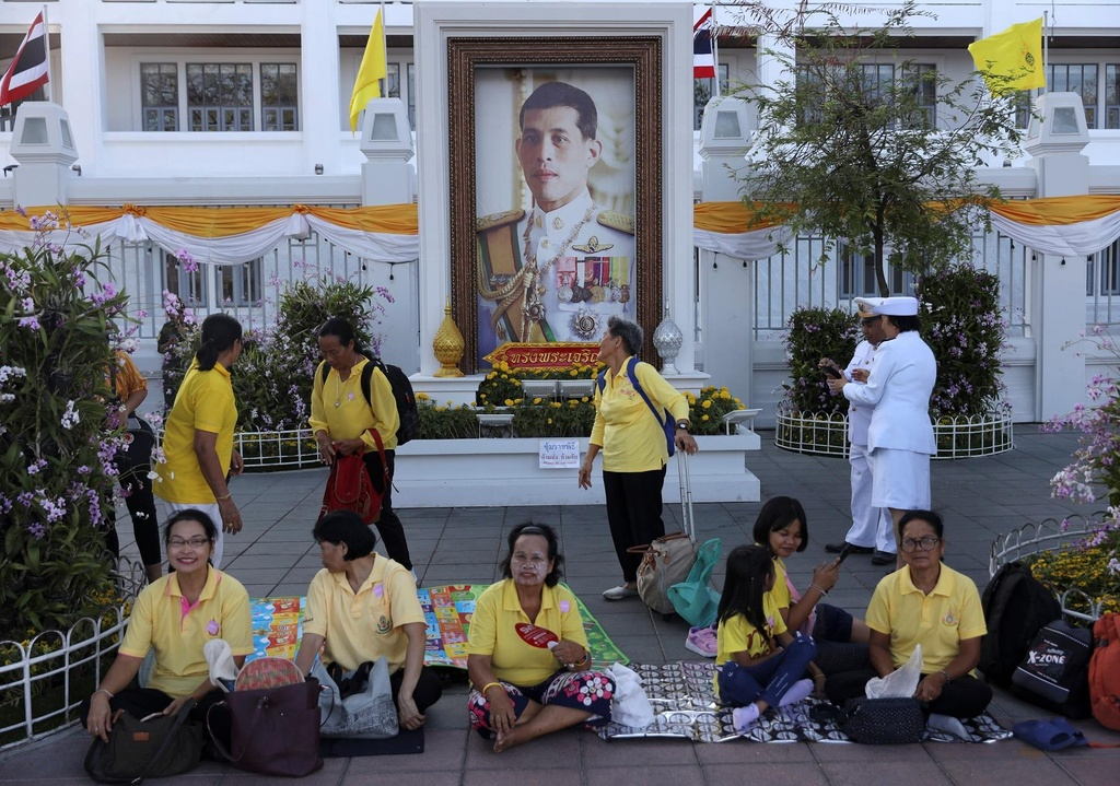 Nguoi Thai vuot hang tram km trong dem du le dang quang cua vua moi hinh anh 5