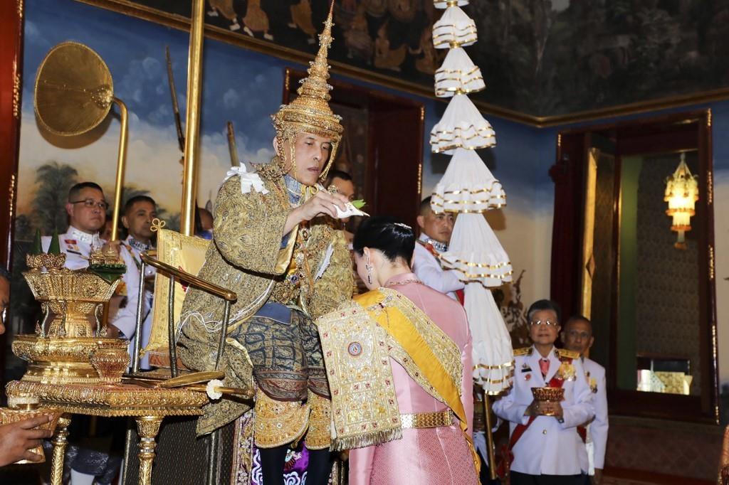 Quoc vuong Thai Lan the se tri vi bang chinh nghia hinh anh 3