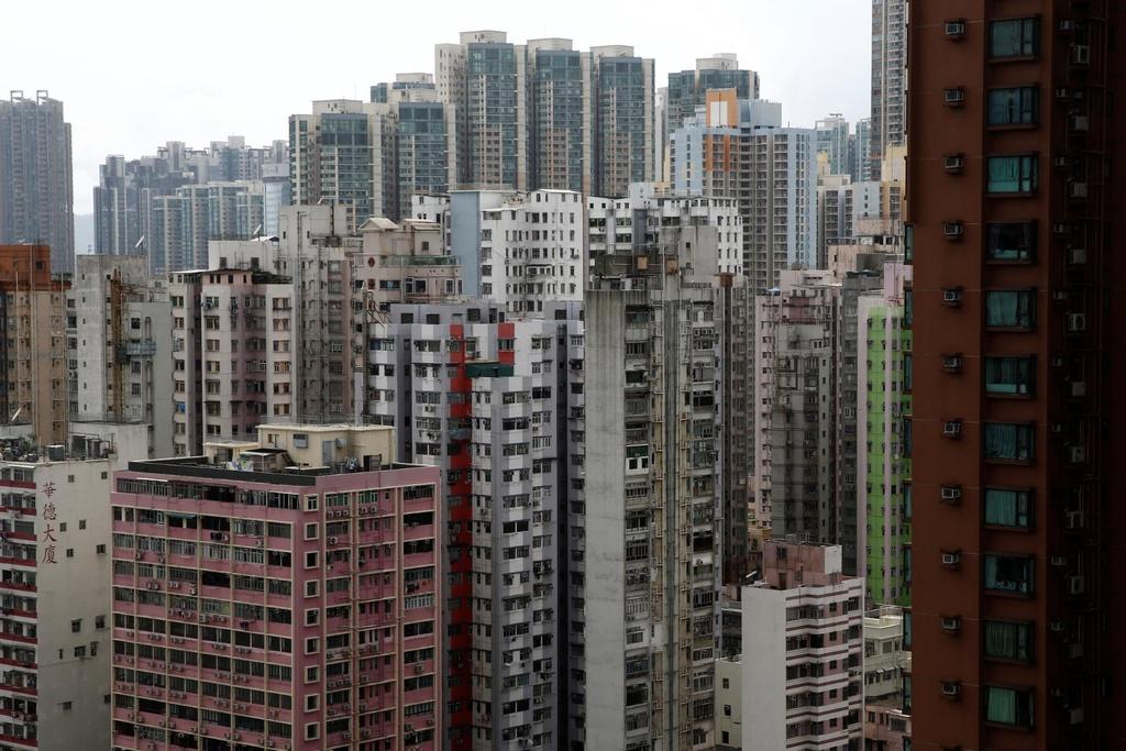 Gioi tre Hong Kong song o can ho 'dau cham tran' vi gia nha qua cao hinh anh 1