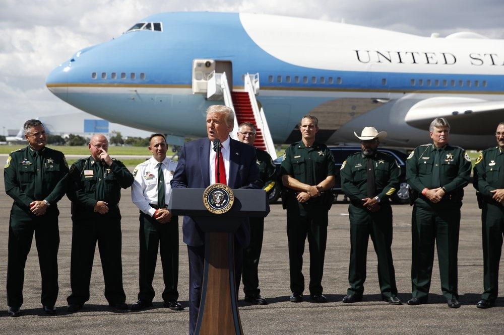 Tong thong Trump toi Florida van dong tranh cu anh 2