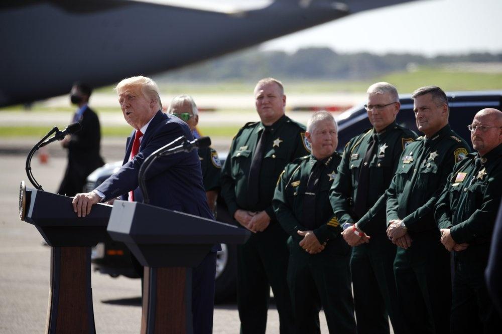 Tong thong Trump toi Florida van dong tranh cu anh 3