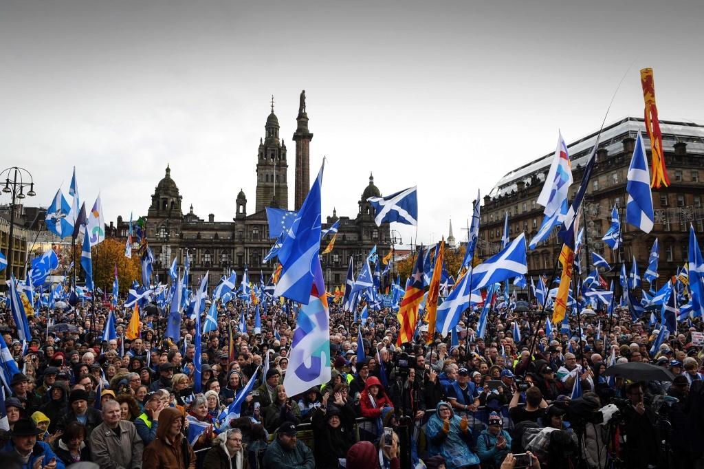 Scotland ly khai anh 2