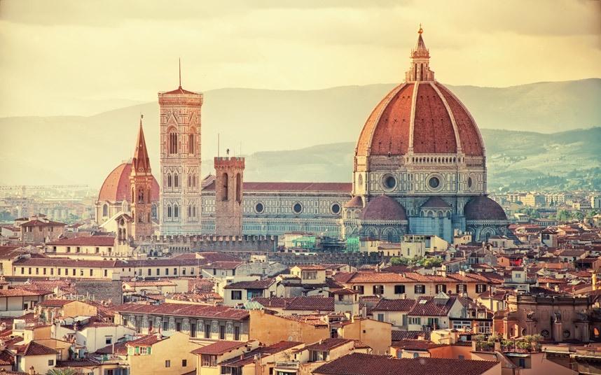 Top 10 thanh pho dep nhat the gioi hinh anh 1 Florence, Italy: Thành phố này có rất nhiều các phòng trưng bày nghệ thuật và bảo tàng như Uffizi, Bargello, Accademia Gallery, các nhà thờ như Santa Maria Novella, Santa Croce với kiến trúc tuyệt đẹp. Tuy nhiên, điểm hấp dẫn của Florence chính là vì nơi đây là cái nôi của thời kỳ Phục Hưng Italy, từ những con phố trải sỏi duyên dáng nơi người dân thường tụ tập giao lưu.
