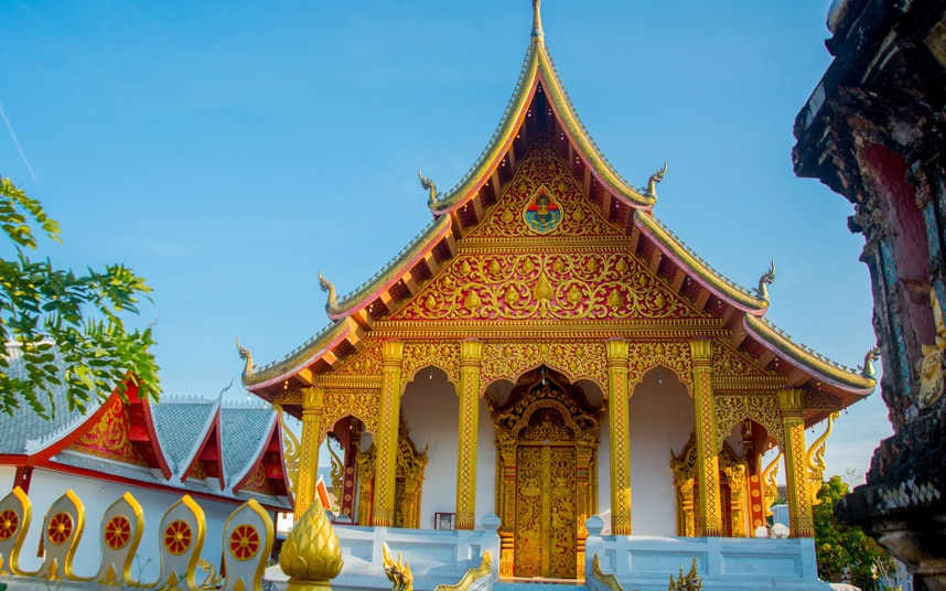 Top 10 thanh pho dep nhat the gioi hinh anh 2 Luang Prabang, Lào: Cố đô của Lào UNESCO công nhận là Di sản thế giới 20 năm trước đây. Luang Prabang vẫn lưu giữ được vẻ đẹp vốn có bằng cách dùng doanh thu từ du lịch để tôn tạo các tòa nhà và đền đài cổ. Thành phố nằm e ấp trong thung lũng tại hợp lưu của sông Mekong và sông Nam Khan trong màu xanh tươi tốt của rừng, với lối sống thong thả, giản dị đậm phong cách Phật giáo.